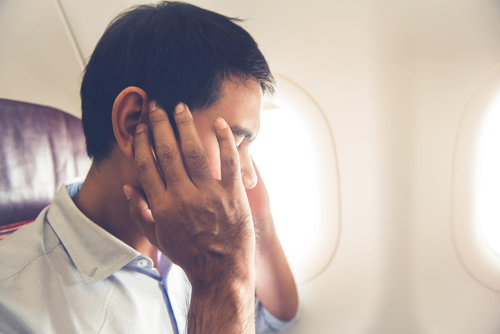 什麼情況耳朵會感到「塞住」和痛?