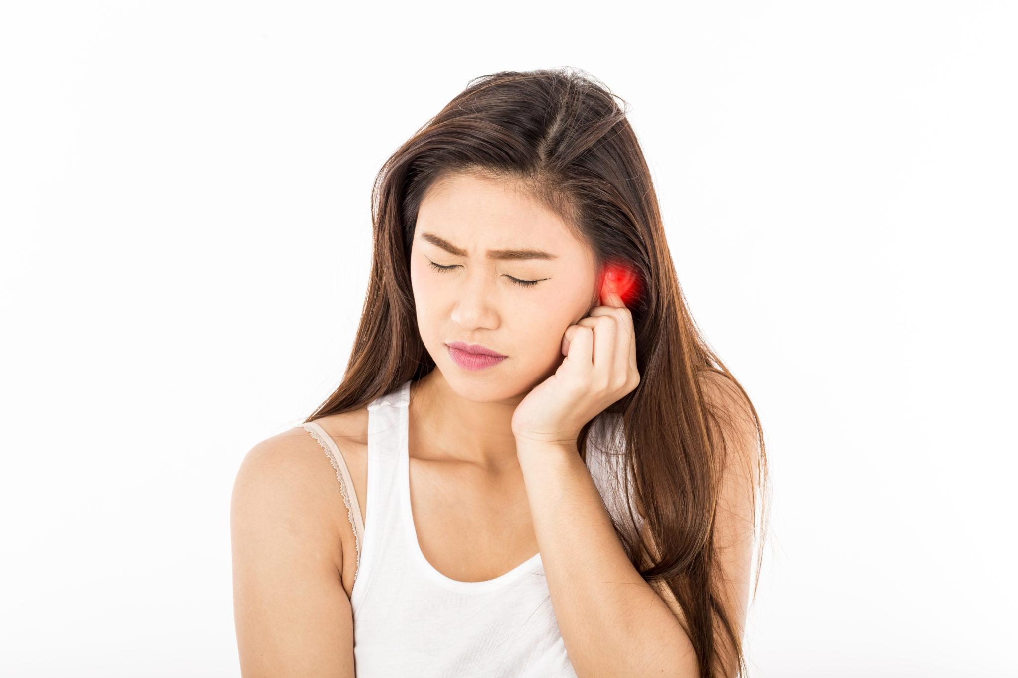 在下機後,若仍持續感到耳中痛楚或聽力不清,應及早尋求耳鼻喉專科醫生檢查。