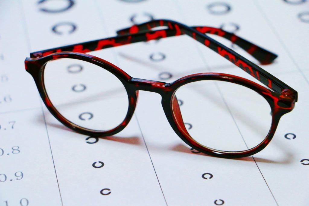 即使不少香港人接受激光矯視手術,但其實都不能阻止高度近視引起的併發症。