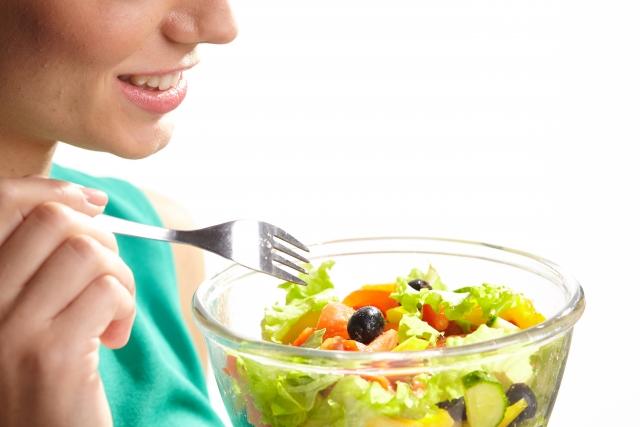 要預防眼中風, 就先要從控制飲食上做起,避免攝取高糖、高脂肪及高鹽分的食物